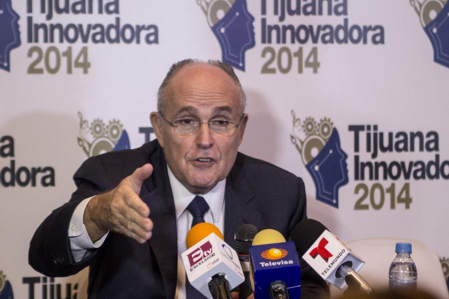 Former+New+York+City+Mayor+Rudy+Giuliani+speaks+about+how+the+city+restructured+its+Police+Department+diminish+crime+rates.+He+spoke+at+a+press+conference+Oct.+19+at+CECUT%2C+Cultural+Center+of+Tijuana%2C+headquarters+of+Tijuana+Innovadora.+%28Photo+by+Celia+Jimenez%29