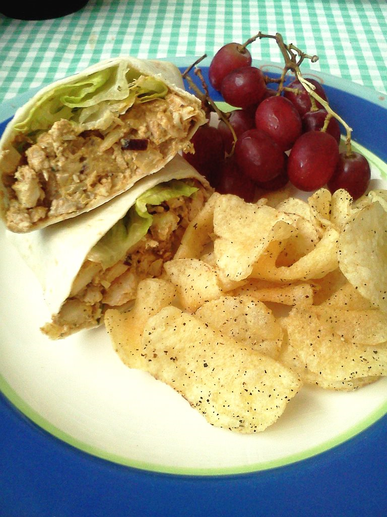 Homemade+chicken+salad+makes+for+an+easy+and+affordable+lunch.+Jennifer+Manalili%2C+City+Times.