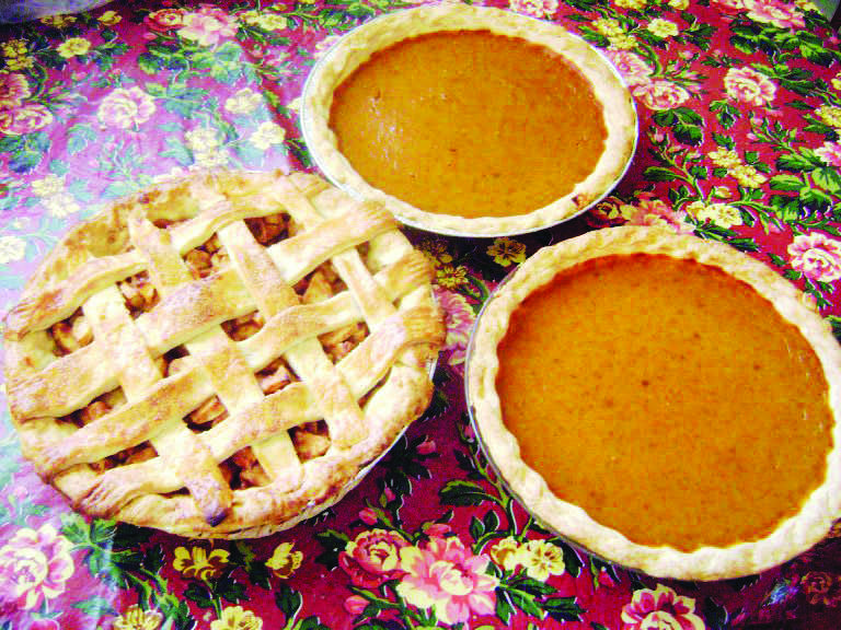 Homemade+apple+pie+with+lattice+crust+and+pumpkin+pies+to+enjoy+this+Thanksgiving.+Jennifer+Manalili%2C+City+Times.