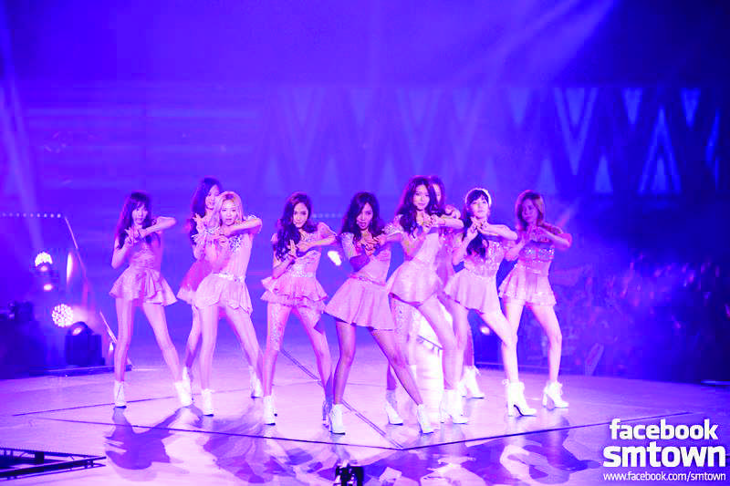 Girls%27+Generation+performing+on+their+2013+%22Girls+and+Peace%22+Tour+in+Singapore.+%28Official+Facebook+photo%29