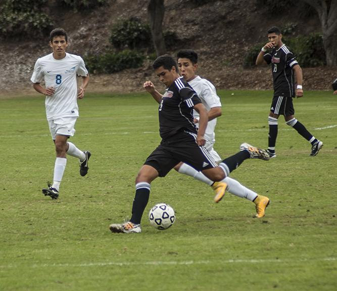 While+attacking+the+MiraCosta+defense+sophomore+midfielder+Daniel+Herrera+crosses+the+ball+to+the+other+side+of+the+field+on+Oct.+31+at+the+SDCC+Soccer+Field+where+both+teams+tied+0-0.+Photo+credit%3A+David+Pradel