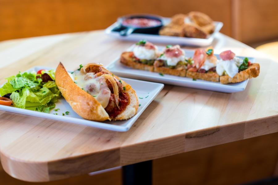Stella+Public+House+utilizes+a+woodfire+oven+to+serve+a+variety+of+neo-Italian+homestyle+cuisine.+Photo+credit%3A+Joe+Kendall