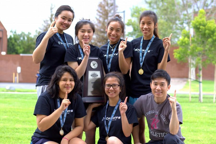 The+2015+City+College+badminton+team+poses+for+a+team+photo+on+May+8+at+Irvine+Valley+College.+%28Top+left+to+bottom+right%29+Sophomores+Cassandra+Ka%2C+Trinh+Lang%2C+Gina+Niph%2C+freshmen+Thao+Le%2C+Shessira+Paredes%2C+Margaret+Do+and+Head+Coach+Son+Nguyen.+Photo+credit%3A+David+Pradel
