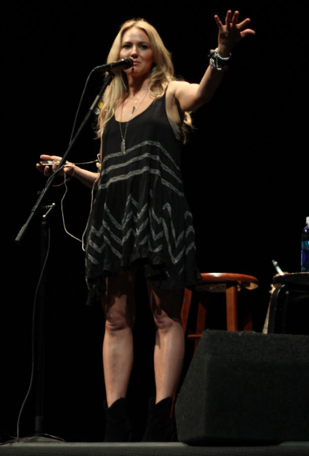 Country+singer-songwriter+Jewel+talks+to+a+packed+house+about+her+new++projects+and+adventures+on+Sept.+24+at+The+Sherwood+Auditorium+in+La+Jolla.+Photo+credit%3A+Mike+Madriaga