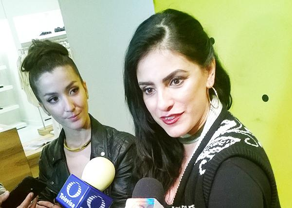 Actresses Erendida Ibarra and Liz Gallardo, who interpreted