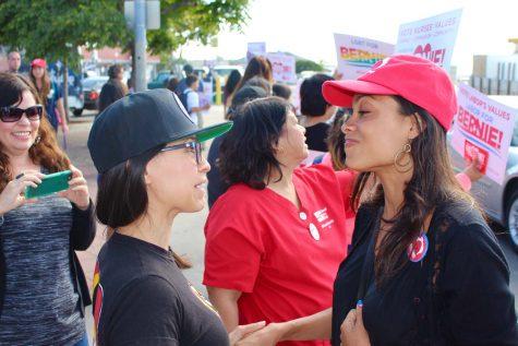 Zulema Diaz talking to Rosario Dawson Photo Credit: The National Nurses United