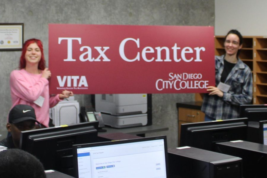 City+College+students+have+their+taxes+prepared+for+free+on+campus.+By+Jonny+Rico%2FCity+Times