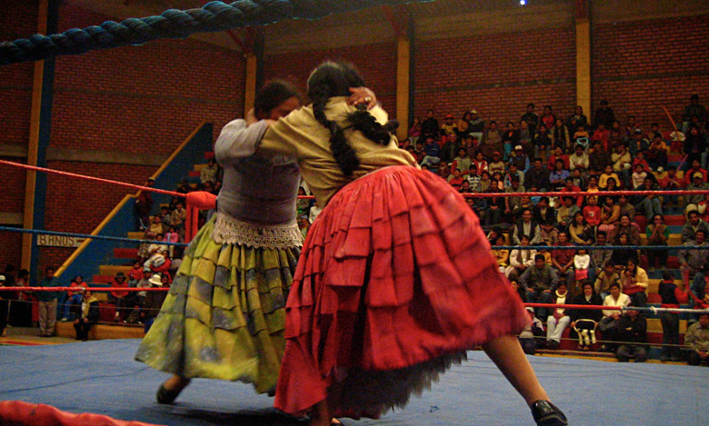 Female+wrestlers+in+Bolivia+have+a+bigger+battle+outside+of+the+ring.+Photo+courtesy+Mamachas+del+Ring