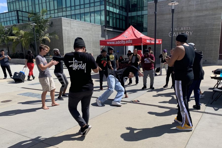 City+College+students+enjoyed+the+Social+Justice+Conference+music+with+a+friendly+dance+competition.+By+Vicky+Pineda%2FCity+College